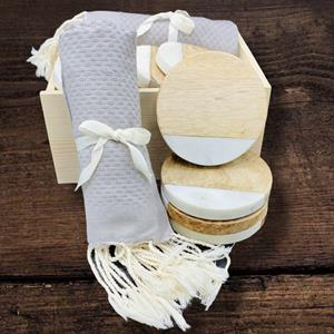This gift box is the perfect little gift for a new homeowner or hostess gift! Simple, soft, and eleg