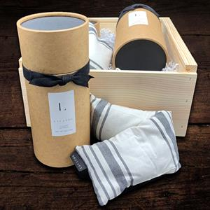 100% cotton neck wrap is filled with Lavender buds and flax seeds.  When you have had a hard day, to