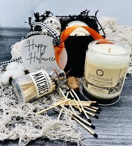 Orange peel, cloves, cinnamon and warm vanilla fragrances create a spellbinding amalgam of a cozy wi